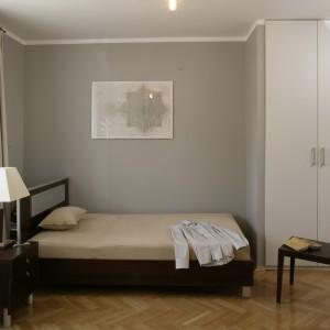 Wystrój inspirowany minimalizmem: sypialnia ascety