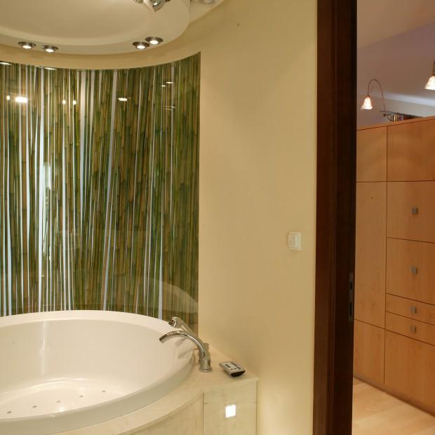 Pomysł do łazienki: łodygi bambusa jako kabina
