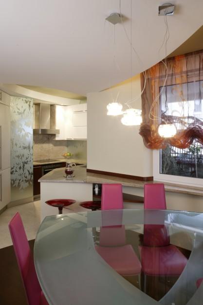 Forma szklanego stołu Mała kuchnia jak ją urządzić   -> Mala Kuchnia Jak Ją Urządzić
