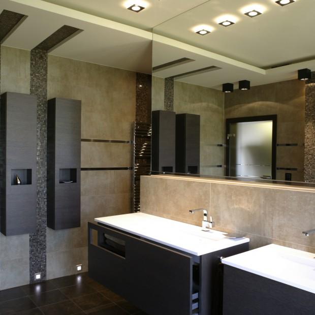 Minimalistyczna łazienka: geometria i mozaika