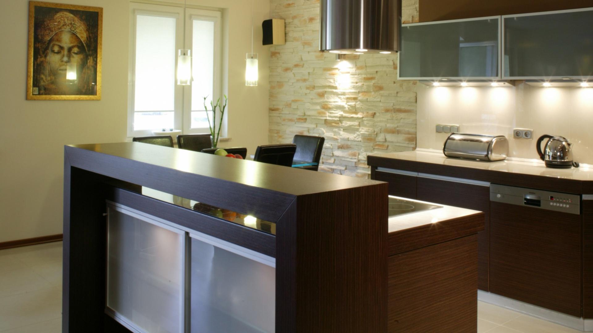 zabudowa kuchenna optycznie meble kuchenne w kolorze