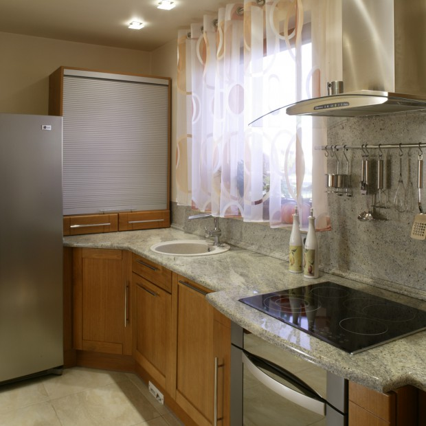 Granitowy blat w kuchni: praktyczne zastosowania kamienia