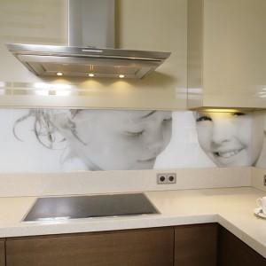 Nad kuchennym blatem: a może szkło z twoimi fotografiami?