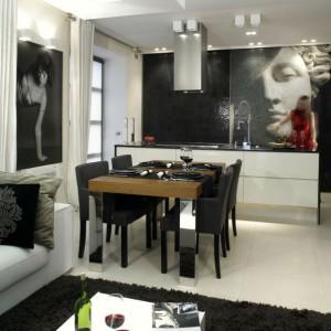 Duży, solidny stół z drewna tekowego pochodzi z oferty włoskiej firmy Presotto. Fot. Monika Filipiuk.