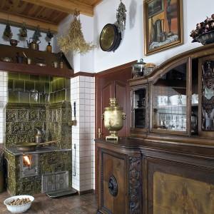 Dworek na Podlasiu znakomicie odtwarza ducha minionych epok. To dom do mieszkania, a nie muzeum, jak podkreśla jego właścicielka. Fot. Bartosz Jarosz.
