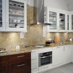 Granitowa płyta nad blatem kuchennym: zobacz jak wygląda