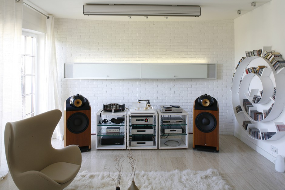 Ciana z ceg y ma form salon audiofila - Salon hifi home cinema ...