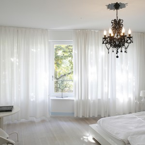 Biała sypialnia: wnętrze, w którym odpoczniesz