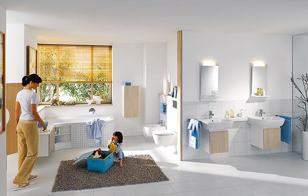 """Potrzeby każdej rodziny są inne, dlatego duże kolekcje, w których są i meble, i pozostałe wyposażenie łazienkowe, ułatwiają urządzenie każdego wnętrza na miarę. W serii """"4U"""" Keramag można też wybrać różną kolorystykę."""
