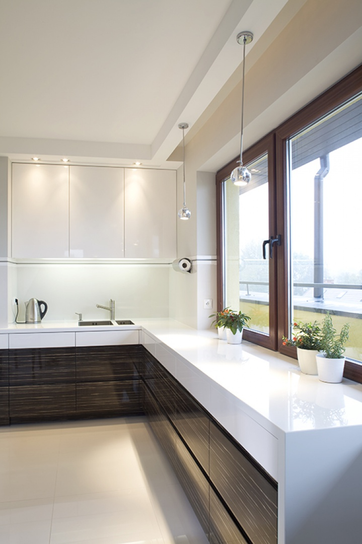 Dwukolorowe meble kuchenne Pomysł na nowoczesną kuchnię   -> Kuchnie Lakierowane Dwukolorowe