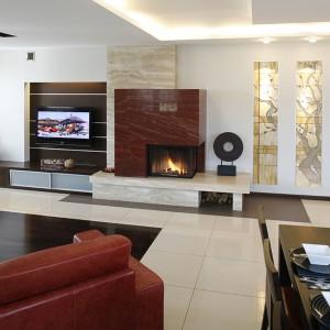 Stonowana baza czerwone kanapy w salonie wn trze z for Muebles ballesta baza