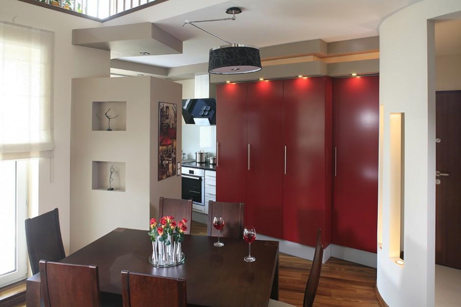 Zabudowa kuchenna w kolorze czerwonym Do dużej i małej kuchni