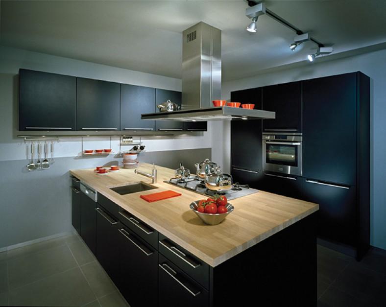 Meble kuchenne w czerni -> Kuchnie Z Fornirem