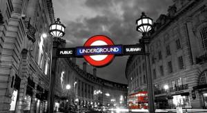 Tamiza, Tower Bridge, Big Ben, a może pałac Buckingham? Jesteś wielbicielem angielskich klimatów? A może chciałbyś przenieść do własnego domu atmosferę londyńskiej ulicy? Podpowiemy ci, jak!