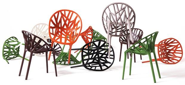 Pochodzący z Bretanii bracia Ronan i Erwan Bouroullec to dziś jaśniejące gwiazdy światowego designu. Mimo młodego wieku (r. urodzenia 1971 i 1976) zdobyli już praktycznie wszystko – znaczące międzynarodowe nagrody, kontrakty ze znanymi światowymi markami i wielkie uznanie dla swoich niezwykłych projektów.