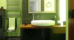 W tej łazience już od progu można poczuć się rześko i świeżo. Zieleń, nieodmiennie kojarzona z wiosną i budzącą się do życia przyrodą, gwarantuje zastrzyk energii na dobry początek dnia.