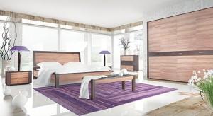 Wiosenna sypialnia jest ciepła i subtelna, to królestwo spokoju i wypoczynku. Dlatego kolory wprowadzamy z wyczuciem – na czasie są delikatne pastele, rozbielone róże i amaranty, ożywione wiosennymi akcentami.