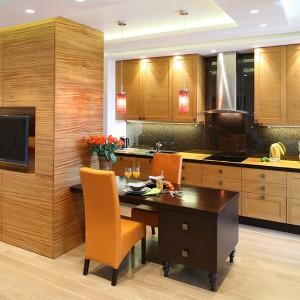 Drewniana kuchnia: ożyw ją pomarańczą