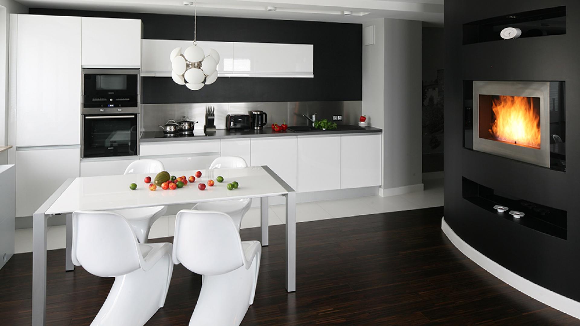 Wnętrze zostało urządzone z Minimalistyczna biała   -> Kuchnia Grafitowo Limonkowa