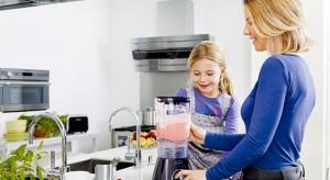 Przygotowując posiłki nie zawsze musimy robić wszystko sami – warto zainwestować w nowoczesny sprzęt do rozdrabniania i miksowania.