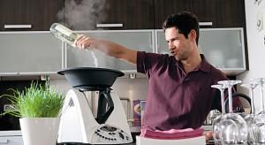 Aby gotować na parze, musisz się zaopatrzyć w specjalny garnek lub koszyk. Zdrowie i niższe rachunki za energię otrzymasz gratis.