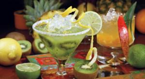 Dlaczego powinniśmy przyjmować gości tylko przy tradycyjnym stole? Urządźmy cocktail party w kuchni! Przyda się pojemna lodówka, akcesoria i szkło do serwowania napojów i alkoholi