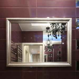W tej łazience króluje styl glamour. Elegancki, nietuzinkowy i pełen szyku. Od razu widać, że to wnętrze należy do kobiety. Fot. Bartosz Jarosz.