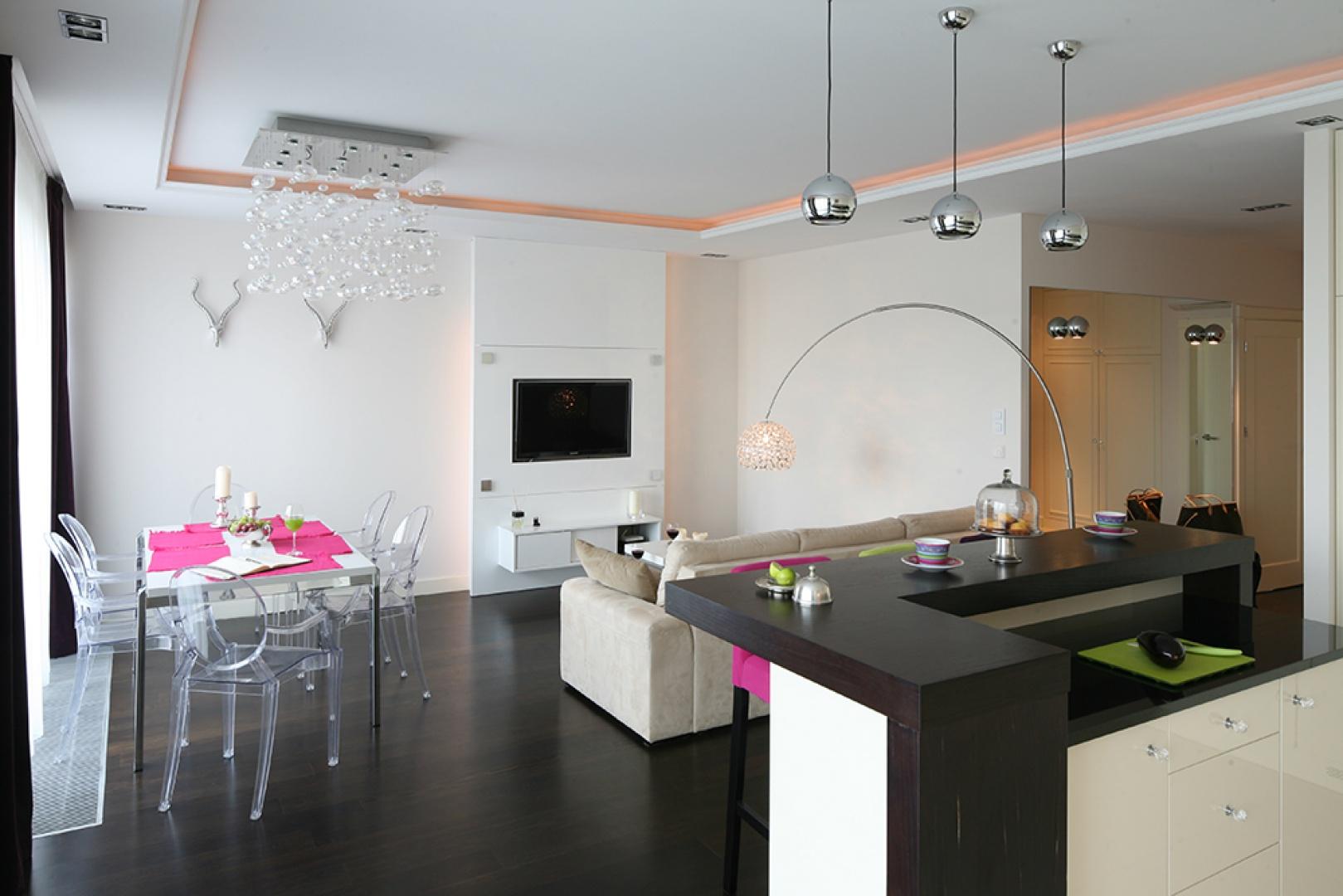 Wnętrze jest nowoczesne, ale ciepłe i bardzo stylowe. Fot. Bartosz Jarosz.