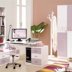 PRZESTRZEŃ DZIECKA. Kolekcja mebli Fiorentino 532/Fiorentino. Zestaw z serii nowoczesnej z przeznaczeniem do pokoju dziewczęcego. W skład zestawu wchodzą: szafa 3-drzwiowa, łóżko, biurko narożne, krzesło akrylowe, szafka nocna. Meble w całości wykonane z płyt MDF, lakierowane eko-farbami akrylowymi na wysoki połysk. Producent: Fiorentino, www.fiorentino.pl