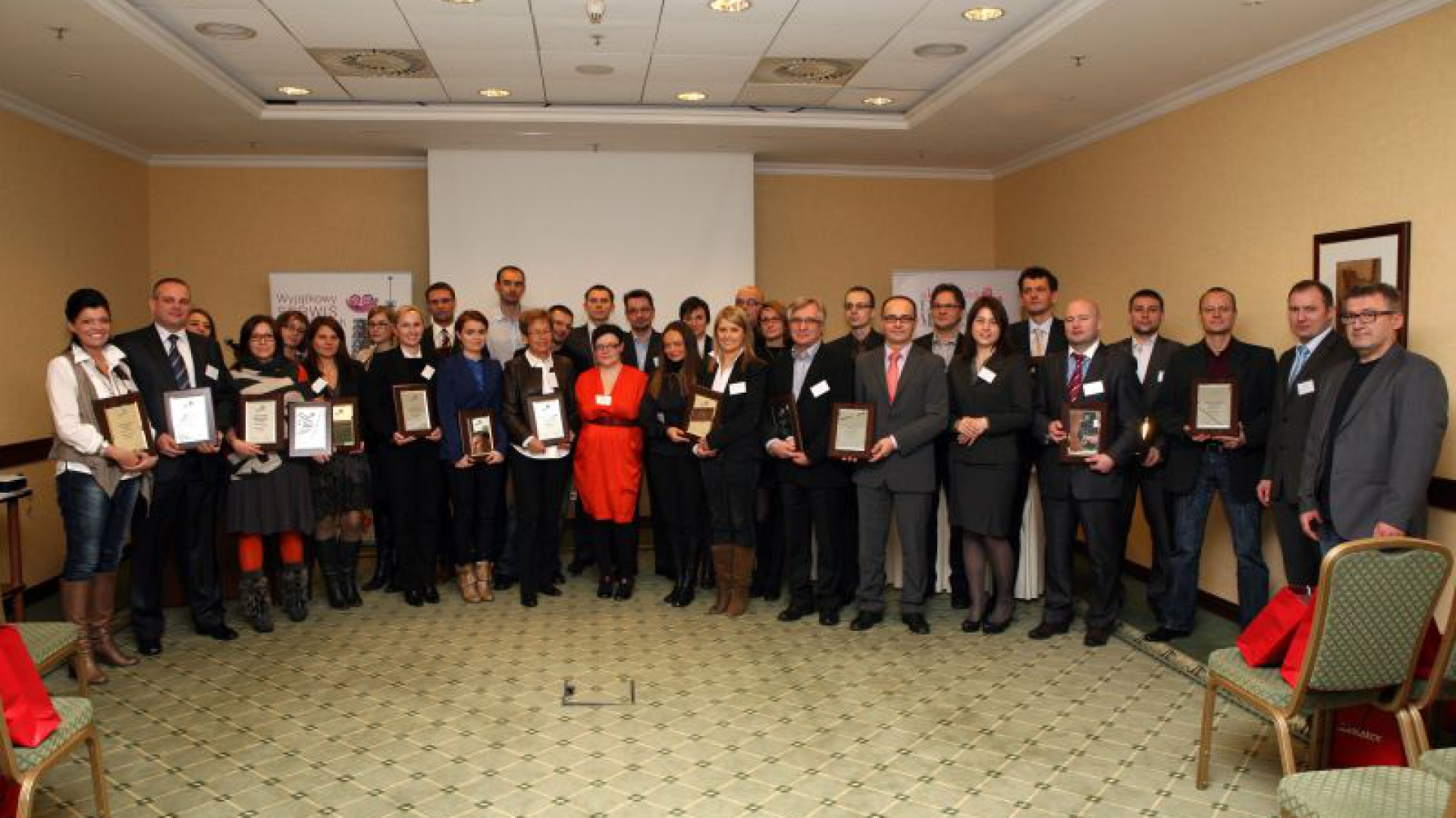 Nagrody odebrali osobiście prawie wszyscy nagrodzeni w konkursie Dobry Design. Na zdjęciu w towarzystwie przedstawicieli jury i redaktor naczelnej Dobrze Mieszkaj. Fot. Bartosz Jarosz