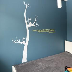 Jedna ze ścian w sypialni wyróżnia się szczególnie. Swoją obecność zaznaczył na niej (to nic że tylko słowami) sam Woody Allen. Fot. Bartosz Jarosz.