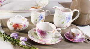 Kolorowe motyle, pastelowe króliczki czy kwitnące tulipany? Wybierz dekoracje najbliższe Twemu sercu i pozwól, aby Twój stół rozkwitł na wiosnę.