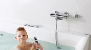 To nie lada wyzwanie dopasować wyposażenie łazienki do potrzeb i przyzwyczajeń wszystkich domowników. Wybierając baterie trzeba pamiętać o wygodzie, np. podczas golenia czy mycia włosów.