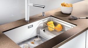 Granitowy, stalowy lub kompozytowy, jedno, półtora- lub dwukomorowy – zlewozmywak to niezbędny element każdej kuchni. Razem z dobraną do niego baterią mogą stworzyć również stylowy i interesujący kuchenny duet!