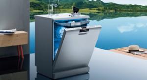 W nowocześnie wyposażonej kuchni nie może zabraknąć zmywarki. Urządzenie to nie tylko pozwoli zaoszczędzić wodę i czas, ale sprawi, że nasze naczynia będą olśniewająco czyste