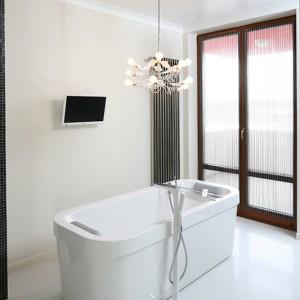 Łazienka z wanną wolno stojącą: relaks jak marzenie