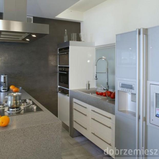 25 aranżacji kuchni z lodówkami wolno stojącymi