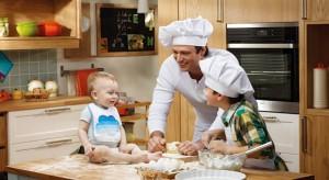 Makowiec, sernik czy słodkie pierniczki? Wszystkie świąteczne wypieki będą smakować jeszcze lepiej, gdy dodamy do nich zaangażowanie i pasje naszych dzieci. Bo przecież magia świąt to czas spędzony z najbliższymi.