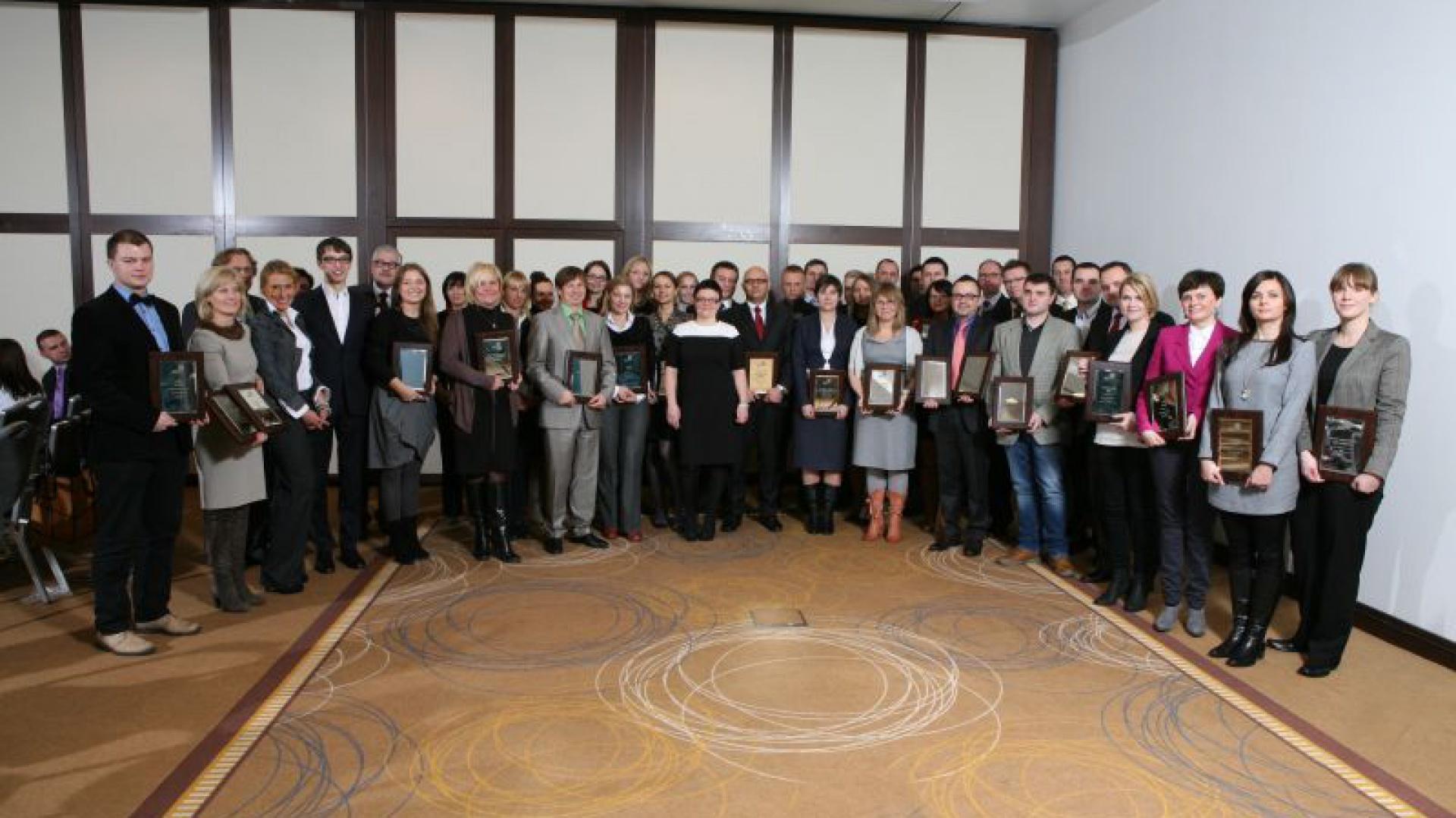 Zwycięzcy na scenie. Przedstawiciele firm, których produkty nagrodzono tytułem Dobry Design 2013.