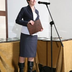 Grupa IMS odebrała aż dwie nagrody. Pierwsza z nich przypadła marce Etap Sofa za kolekcję mebli Super Line. Na zdjęciu Alina Lencznerowicz, przedstawicielka Grupy IMS.