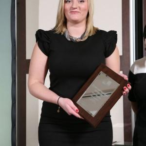 Sylwia Wiśniewska, przedstawicielka marki Stolkar z nagrodą za kuchnię Vertigo Line.