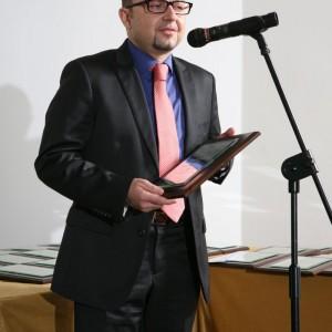Jarosław Matys, product&marketing manager marki Franke z nagrodą za baterię kuchenną Tetris.