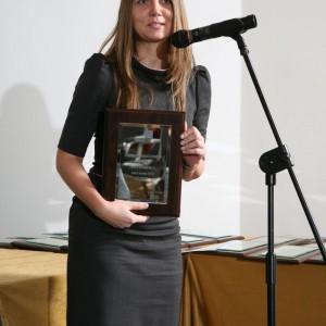 Anna Kowalska, przedstawicielka marki Deante z nagrodą za produkt o nazwie Cascada Deszczownia White.