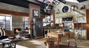 Widok ognia w kominku skutecznie podnosi temperaturę w pomieszczeniach i rodzinno-towarzyskich więzi. Warto znaleźć takie miejsce, by przyrządzając smakołyki w kuchni, mieć go w zasięgu wzroku.