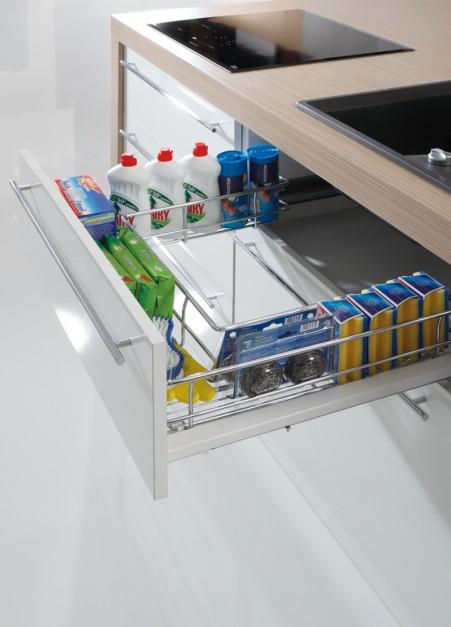 Kuchnie z meblami, szuflady.