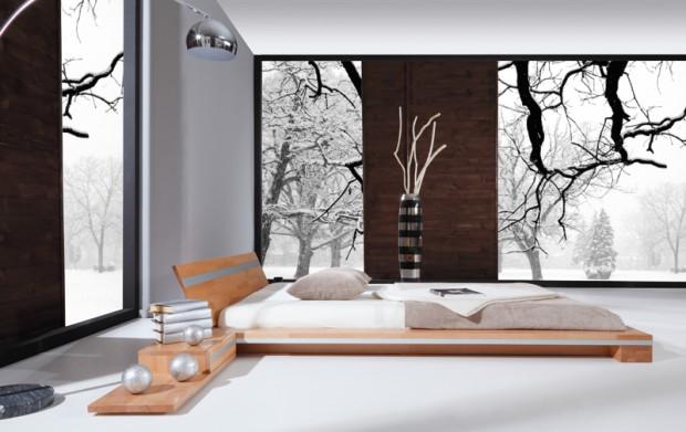 Sypialnia z łóżkiem z drewno bukowego.