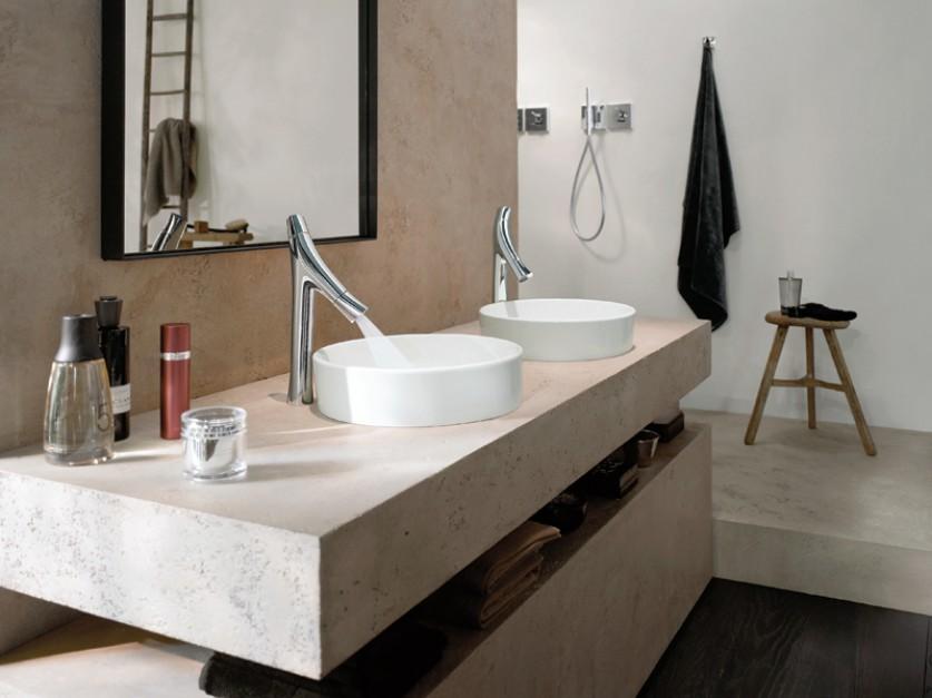Łazienka z lustrem, umywalką