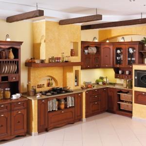 Aldea – kuchnia jak z dawnych lat; ciepły kolor drewna o ciekawym wzornictwie sprawia, że meble te dedykowane są przede wszystkim osobom ceniącym rodzinną atmosferę domowego ogniska. Wycena indywidualna, A-Z Kuchnia.