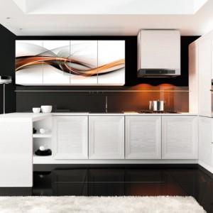 Warszawa XBIF – front stanowi idealny przykład możliwości łączenia naturalnego surowca jakim jest drewno z nowoczesnym designem; materiał z którego został wykonany poddano procesowi strukturyzacji, dzięki czemu powstałe żłobienia tworzą interesującą fakturę; wybarwiony w śnieżnej bieli. Wycena indywidualna, Drewpol.