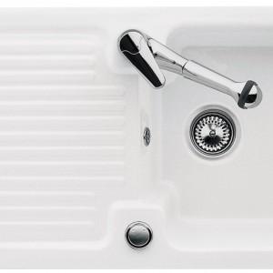 Zlewozmywak do wbudowania Condor 45 to doskonałe rozwiązanie do małej kuchni. Jest świetnie przystosowany także dla osób leworęcznych. Dostępny w 15 odcieniach - na zdj. w kolorze White Alpin. Cena: ok. 2.990 zł, Villeroy&Boch.
